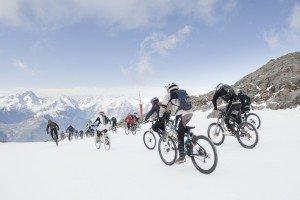 Sarenne Snow Bike_L.Salino Alpe dHuez Tourisme (2) crédit Laurent Salino / Alpe d'Huez Tourisme)