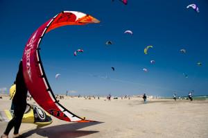 Canet-en-Roussillon, le sport dans tous ses états dans Activitées physiques �OTS-Canet-en-Roussillon-Jean-Giralt-Kite-Surf11-300x199