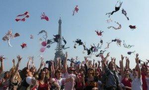 24 MARS 2013 ...  Lancer de soutiens-gorge contre le cancer du sein dans Bons Plans lancer-de-soutiens-gorge-bd-300x181